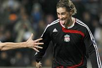 Marseille - Liverpool. Torres oslavuje gól.