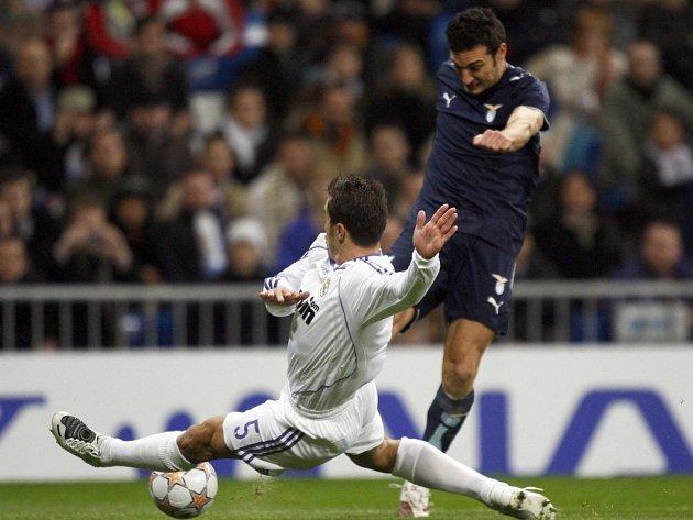 Real - Lazio: Cannavaro vs. Scaloni.