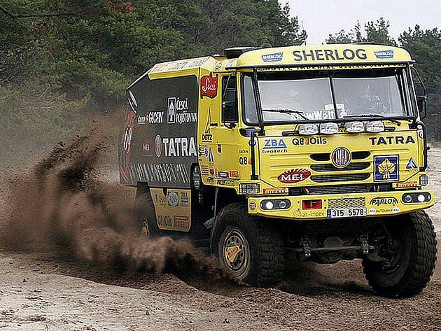 Loprais Tatra Team testoval svůj vůz pro Středoevropskou rallye. Tým si vybral tradiční písčitý terén - vojenský prostor Záhorie u slovenské Senice.