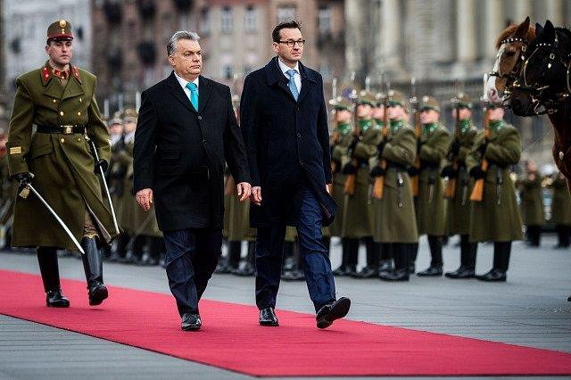 Polský premiér Mateusz Morawiecki na schůzce s maďarským premiérem Viktorem Orbánem v Budapešti