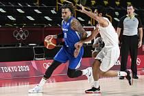 Blake Schilb (vlevo) podržel české basketbalisty.