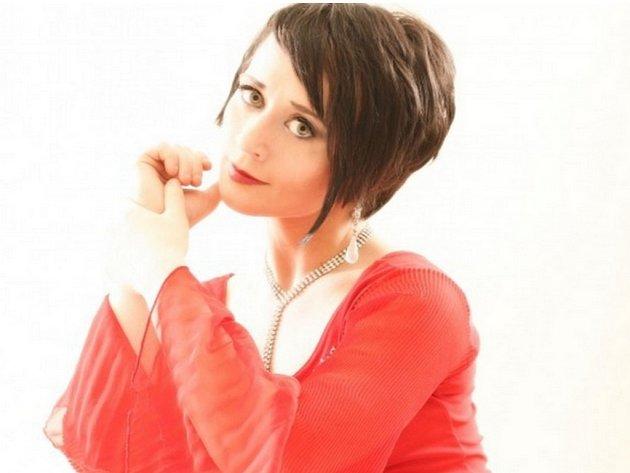Světoznámá norská klavíristka Natalia Strelchenková byla zavražděna. Tělo 38leté umělkyně známé jako Natalia Strelleová se našlo v jejím obydlí v anglickém Manchesteru.