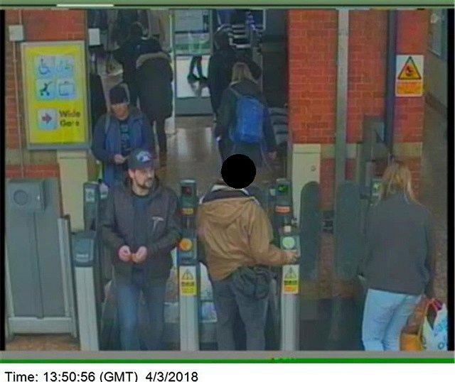 Anatolij Čepiga a Alexandr Miškin na záběrech bezpečnostních kamer, které sloužily jako důkazní materiály v kauze Skripal.