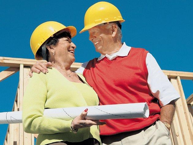 LIDÉ VE VĚKU PADESAT a více let chtějí mnohdy jen dobře investovat, a tak se rozhodují pro nákup nemovitosti v osobním vlastnictví.