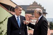 Předseda vlády Andrej Babiš (vlevo) přijal generálního tajemníka Organizace pro hospodářskou spolupráci a rozvoj (OECD) Angela Gurríu.