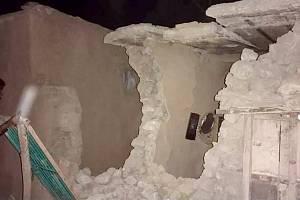 Zničený dům po zemětřesení v pákistánském Harnaiu