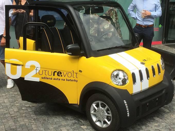 Projekt Re.volt carsharing, tedy sdílení malých elektronických vozidel, hodlá dobýt Prahu.