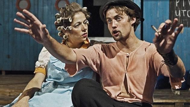 ROZMARNÉ LÉTO. Eva Elsnerová (Kateřina Důrová) a Míla Tichý (Kouzelník Arnoštek).