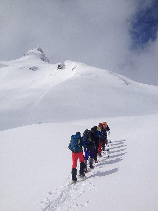 Výhodou sněžnic je, že pohyb v nich zvládnete i bez tréninku nebo složitých příprav.