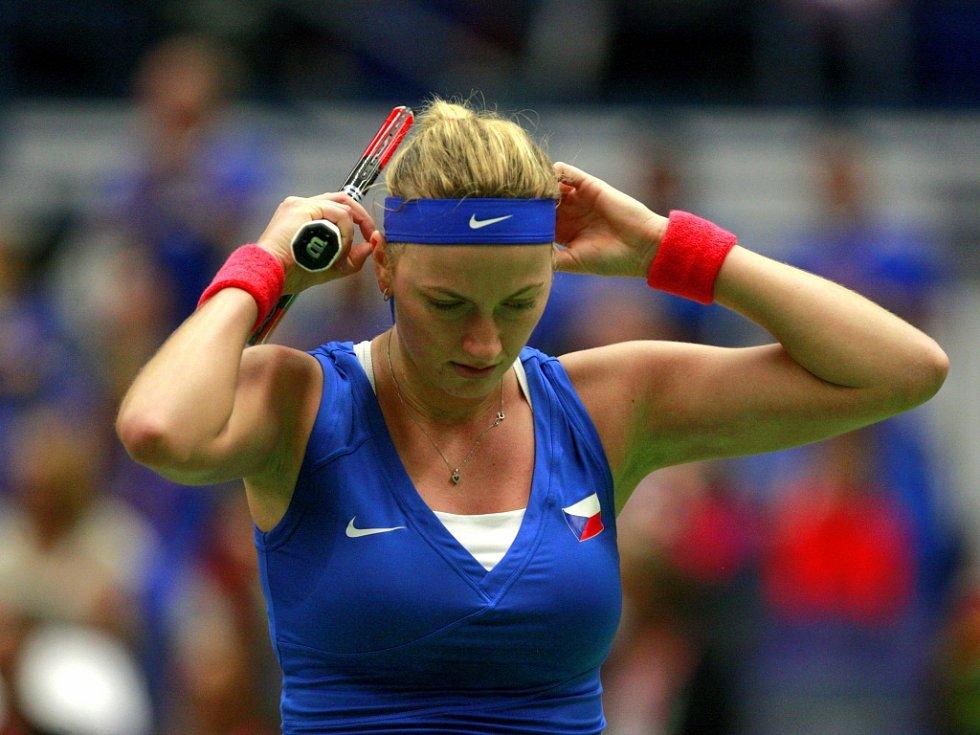 Petra Kvitová v semifinále Fed Cupu proti Caroline Garciaové z Francie.