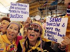 Stoupenkyně opoziční Lidové aliance pro demokracii se radují v Bangkoku z odsouzení expremiéra Thaksina Šinávátry.