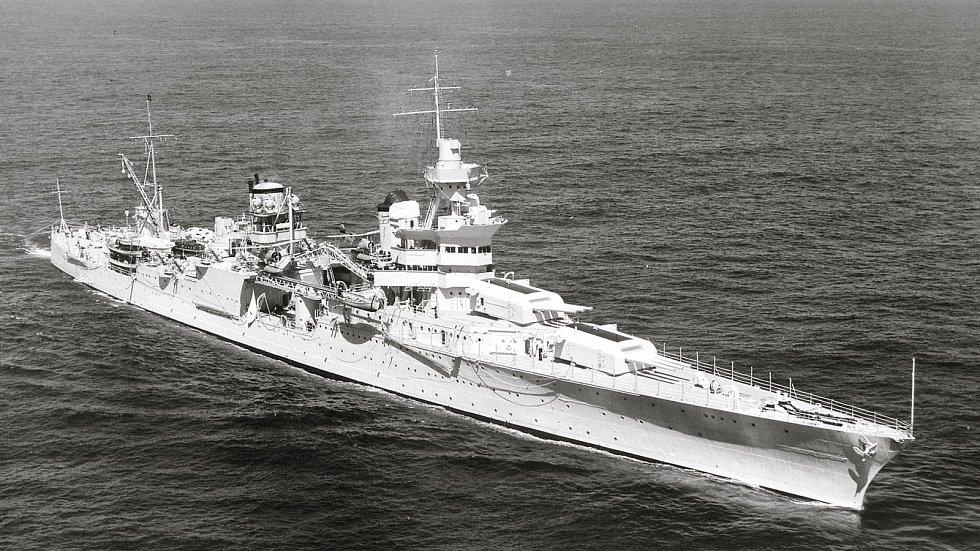 Křižník Indianapolis vyplouvá na moře dne 27. září 1939