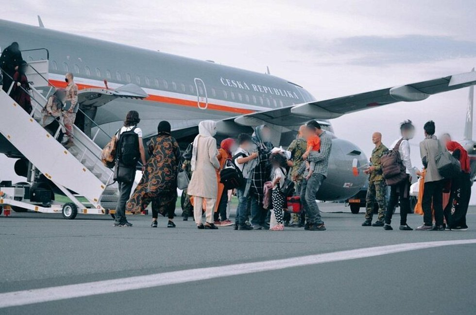 Český letoun na kábulském letišti