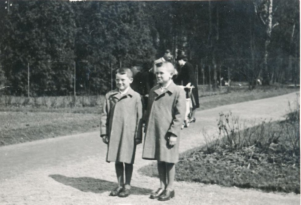 Zleva Miroslav Hampl s bratrem Jiřím (1941)