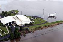 Queensland na východním pobřeží Austrálie sužují ohromné záplavy.