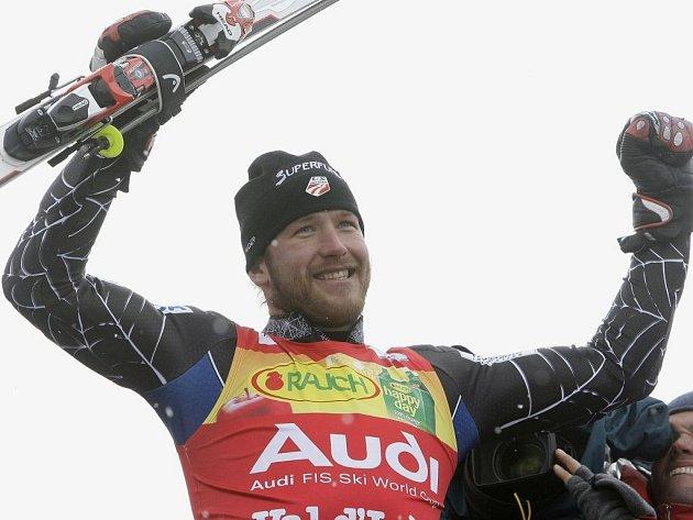 Americký lyžař Bode Miller kraloval nedělnímu závodu ve Val d'Isere.