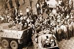 PROTESTY.  Veřejná bezpečnost zakročuje proti demonstrantům 21. srpna 1969 na Václavském náměstí v Praze.