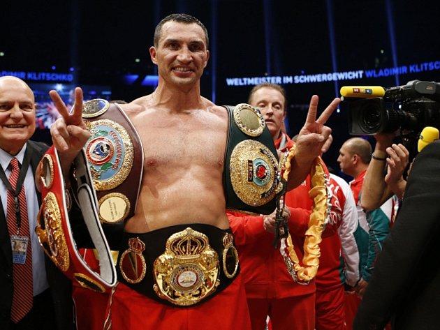 Vladimir Kličko obhájil titulu profesionální organizace IBF.