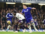 John Terry z Chelsea (vpravo) a Romelu Lukaku z Evertonu.