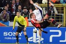 Philippe Mexes z AC Milán vystřihl parádními nůžkami gól proti Anderlechtu.