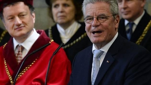 Joachim Gauck při projevu na Univerzitě Karlově.