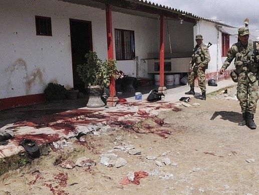 Tři ozbrojení muži zavraždili na severu Kolumbie deset rolníků