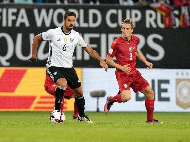 Bořek Dočkal (vpravo) a německý záložník Sami Khedira