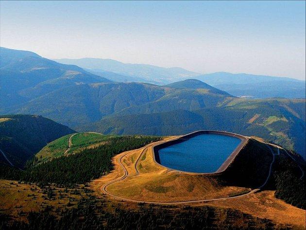 Místo hory obří bazén. Elektrárna Dlouhé stráně je právem technickým unikátem.
