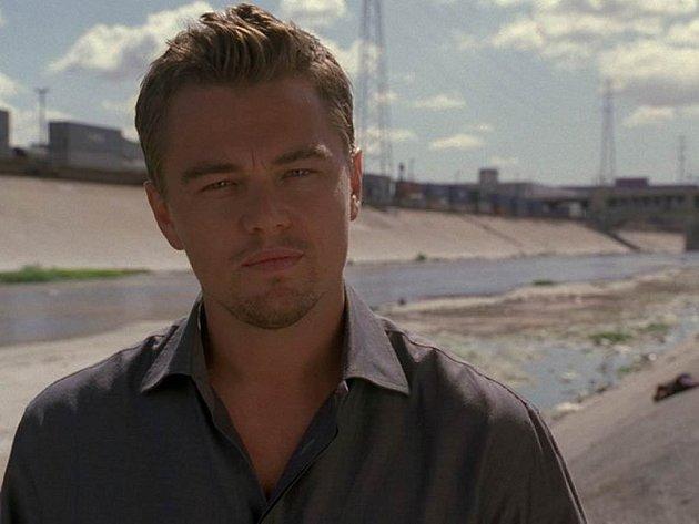 ZACHRAŇME PLANETU. Leonardo DiCaprio propůjčil hvězdné renomé 11. hodině. Naší vinou totiž Zemi zvoní hrana.