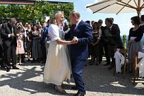 Vladimír Putin navštívil svatbu rakouské ministryně zahraničí Karin Kneisslové.