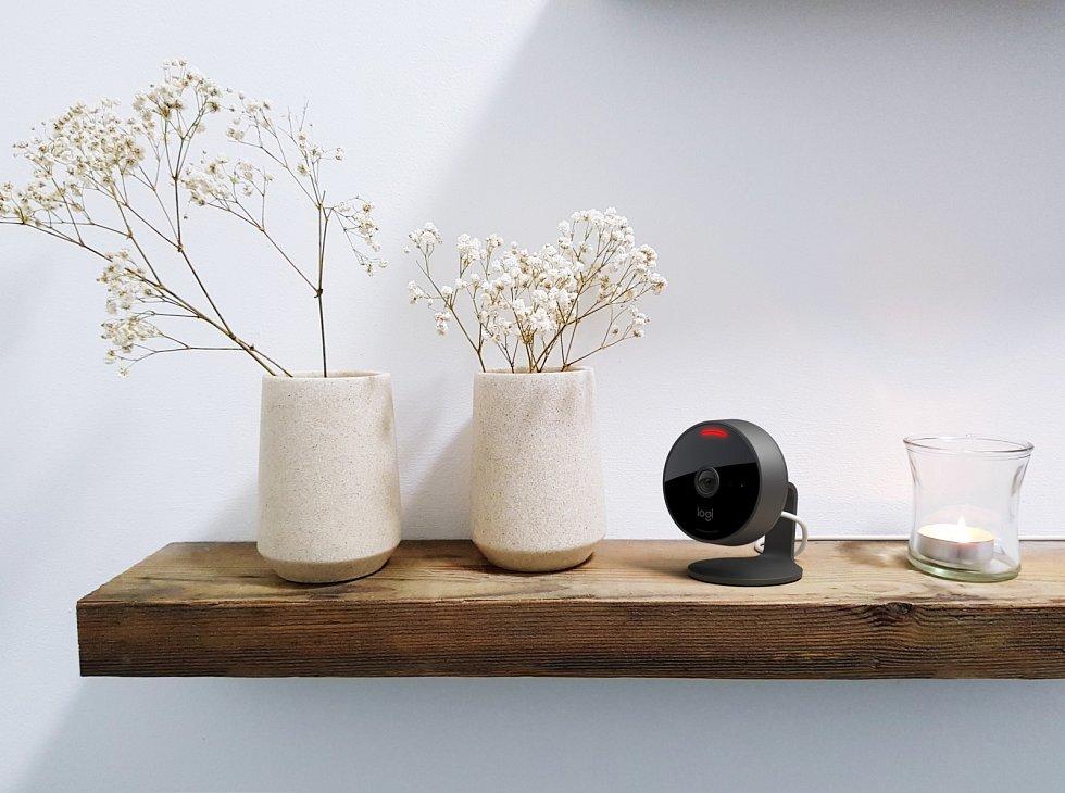 O lepší zabezpečení domu či bytu se postará domácí bezpečnostní kamera Circle View kompatibilní se sadou HomeKit. Disponuje obrazem Logitech TrueView, širokým zorným polem 180° a integrovanými funkcemi zajištění soukromí.