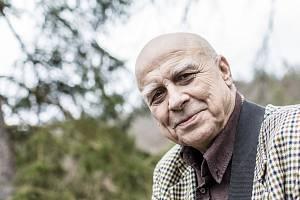 Hudebník, textař, humorista a malíř Ivan Mládek.