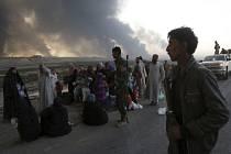 Z iráckého města Mosul, které se armáda snaží osvobodit od islamistů, již uprchlo na 900 lidí.