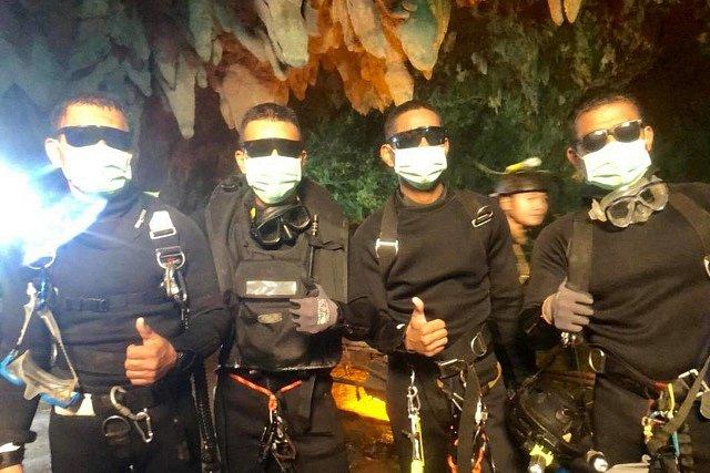 Poslední jednotka Navy Seals, která v jeskyni operovala ještě po záchraně všech dětí a trenéra.