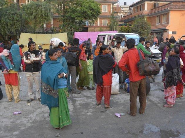 Téměř deset milionů korun Češi do dneška poslali na konta sbírek na pomoc Nepálu postiženému v sobotu ničivým zemětřesením.