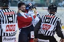 Rozhodčí rozdali v utkání Liberce s Pardubicemi bezmála sto trestných minut.