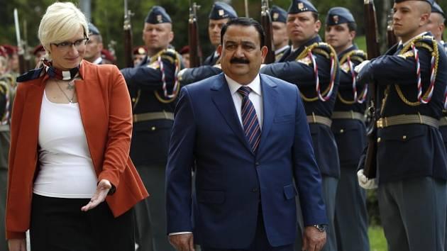 Karla Šlechtová a irácký ministr obrany Irfan Hijalí.