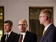 TK s předsedy po jednání tří stran případné koalice – ČSSD, ANO, KDU-ČSL – 22. listopadu v Praze. Andrej Babiš, Bohuslav Sobotka a Pavel Bělobrádek.