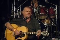 Zpěvák František Nedvěd 19. prosince 2007 na vánočním koncertu ve velkém sále pražské Lucerny.