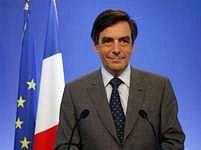 Zkušený politik a Sarkozyho přítel Francois Fillon příliš prostoru nemá. Francii vládne Sarkozy.
