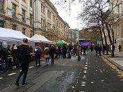 Na Albertově se schází stovky lidí, studentské spolky představují svou činnost