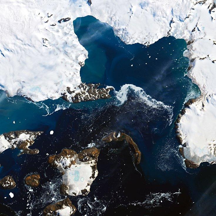 Satelitní snímek Antarktidy ze 13. února 2020