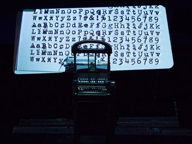 Laterna magika obohatila repertoár Nové scény o inscenaci Antikódy, kde autorem poezie je Václav Havel.