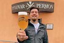 Petr Bohánek je sládkem v pivovaru Permon v Sokolově i provozovatelem podniku Pivní lok v Chebu
