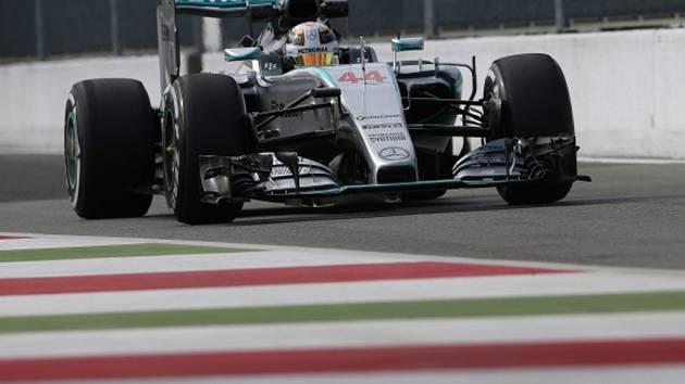 Lewis Hamilton v tréninku na Velkou cenu Itálie.