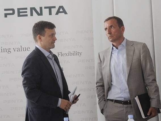 Partneři investiční skupiny Penta Investments Marek Dospiva (vpravo) a Jaroslav Haščák
