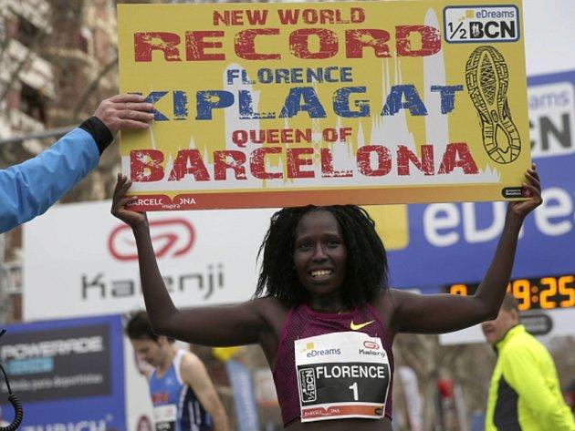 Florence Kiplagatová překonala na půlmaratonu v Barceloně vlastní světový rekord.