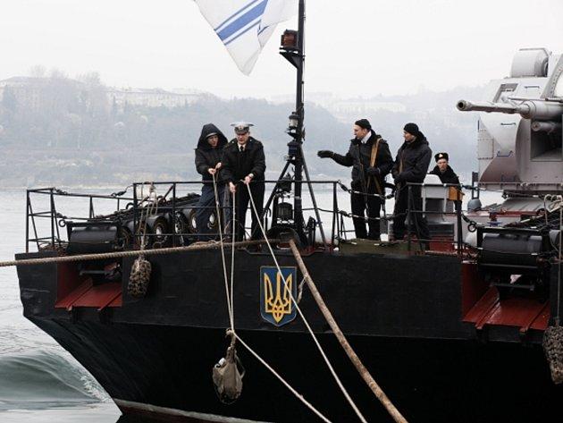 """Proruské krymské úřady hodlají """"znárodnit"""" lodě ukrajinského vojenského námořnictva, jež jsou zablokované v sevastopolském přístavu."""