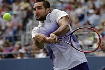 Obhájce titulu Marin Čilič vydřel na US Open postup do osmifinále.