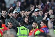 Fanoušci West Hamu při utkání Ligového poháru s Chelsea.